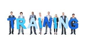 Geschäftsleute, die das Wort-Training halten Stockfoto