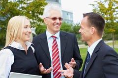 Geschäftsleute, die Diskussion haben Lizenzfreie Stockfotos