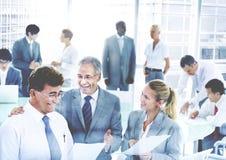 Geschäftsleute, die Diskussion Unternehmens-Team Concept treffen Stockfotografie