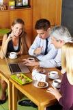 Geschäftsleute, die Sitzung haben Stockfotos