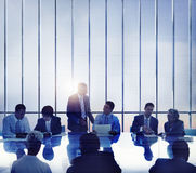Geschäftsleute, die Team Concept gedanklich lösend sich treffen Stockfotografie
