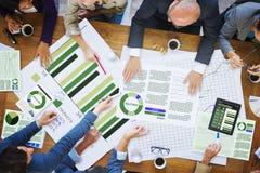 Geschäftsleute, die Unternehmensanalyse-Forschungs-Büro Conce treffen Stockfoto
