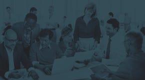Geschäftsleute, die Unternehmensfreundschafts-Teamwork-Konzept treffen Lizenzfreies Stockfoto
