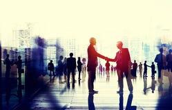 Geschäftsleute, die Verbindungs-Gesprächs-Konzept sprechen Lizenzfreie Stockfotografie