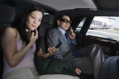 Geschäftsleute im Auto Stockfotos