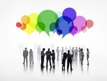 Geschäftsleute mit bunten Sprache-Blasen Stockfotos