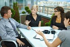 Geschäftsleute Treffen im Freien Stockfotografie