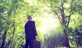 Geschäftsmann-Alone Nature Relaxations-Inspirations-Konzept Stockbilder
