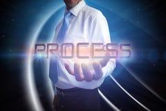 Geschäftsmann, der den Wortprozeß darstellt Stockfoto