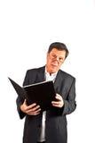 Geschäftsmann, der in der Hand eine Rede mit einem Buch hält Lizenzfreies Stockfoto