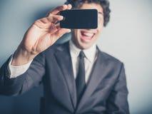 Geschäftsmann, der ein selfiie nimmt Stockfotos