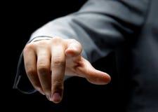 Geschäftsmann, der eine eingebildete Taste bedrängt Lizenzfreie Stockfotos