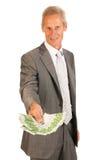 Geschäftsmann, der Euro gibt Stockfoto