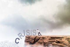 Geschäftsmann, der gegen Krise kämpft Stockbilder