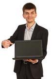 Geschäftsmann, der Laptopschirm zeigt Stockbilder