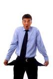 Geschäftsmann, der leere Taschen, kein Bargeld zeigt Stockbild