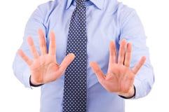Geschäftsmann, der mit beiden Händen gestikuliert. Stockfotografie