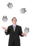 Geschäftsmann, der seine Zeit jongliert Stockfoto