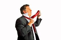 Geschäftsmann, der seins Bindung bindet Stockfotografie