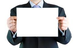 Geschäftsmann, der unbelegte Karte anhält Lizenzfreie Stockfotografie