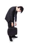 Geschäftsmann, der von der Arbeit niedergedrückt schaut Stockfotos
