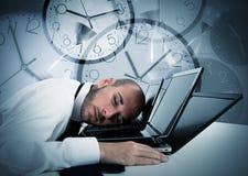 Geschäftsmann ermüdet von der Überlastung Lizenzfreies Stockbild