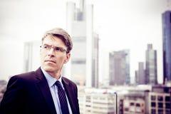 Geschäftsmann-In Frankfurt-Hauptleitung Stockfotografie