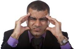 Geschäftsmann hat Kopfschmerzen des Druckes Stockbild