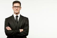 Geschäftsmann im schwarzen Anzug auf Weiß. Lizenzfreies Stockfoto