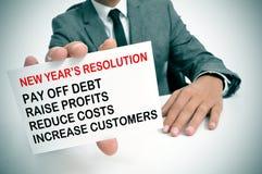 Geschäftsmann mit einer Liste von Beschlüsse der neuen Jahre Stockfotos