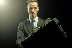 Geschäftsmann mit einer Tasche des Geldes Lizenzfreies Stockfoto