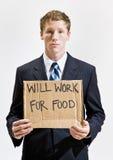 Geschäftsmann mit kranker Arbeit des Zeichens für Nahrung Stockbild