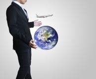 Geschäftsmann mit Welt und Reise Lizenzfreies Stockbild