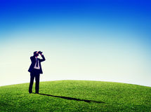 Geschäftsmann, Naturteleskop Konzept draußen beobachtend Lizenzfreie Stockbilder