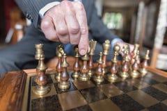 Geschäftsmann Playing Chess Lizenzfreies Stockbild