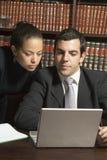 Geschäftsmann und Frau - Vertikale Lizenzfreie Stockbilder