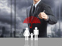 Geschäftsmann-Zeichnungsversicherungskonzept Lizenzfreies Stockfoto