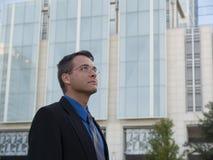 GeschäftsmannBürohaus Lizenzfreies Stockfoto