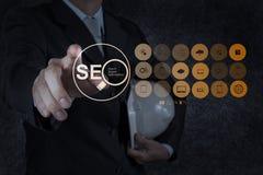 Geschäftsmannhand, die Suchmaschinen-Optimierung SEO zeigt Stockbild