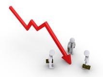 Geschäftsmänner betrachten das Diagramm, das unten geht Stockfotos