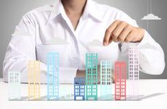 Geschäftsmänner in der Hand errichten Lizenzfreie Stockfotos