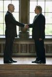 Geschäftsmänner, die Hände rütteln Lizenzfreies Stockfoto