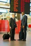 Geschäftsmänner, die zusammen reisen Lizenzfreie Stockbilder