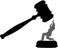 Geschäftsperson in der Gefahr des Gerichtsunrechthammers Stockfotos