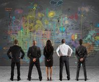 Geschäftsteam, das ein neues Projekt zeichnet Stockbild