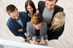 Geschäftsteam, das eine Sitzung hat Lizenzfreie Stockfotos