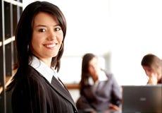 Geschäftsteam in einem Büro Lizenzfreie Stockfotos