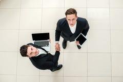 Geschäftsumgang Draufsicht dvuhdelovyh Leute in formalem wir Lizenzfreie Stockfotos