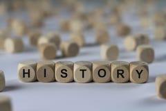 Geschichte - Würfel mit Buchstaben, Zeichen mit hölzernen Würfeln Stockfotografie