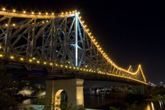 Geschichtebrücke bis zum Nacht Stockbilder